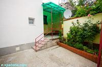 Симпатичный двухкомнатный дом с отдельным двором