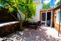 Красивый дом с отдельным двором
