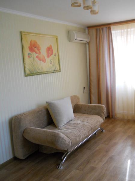 Однокомнатная квартира с хорошим ремонтом в Евпатории